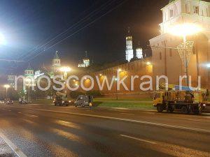 Автовышка Moscowkran работает у Кремля