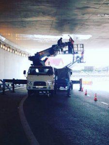 Автовышка в тоннеле