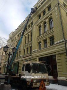 Автовышка в ремонте памятника архитектуры