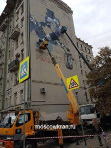Автовышка для украшения фасада зданий