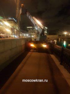 Работа автовышки в Москве на набережной