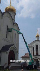 Ремонтные работы у храма