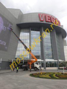 Мойка фасада ТЦ VEGAS