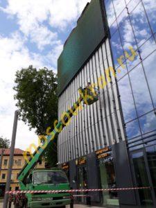 Мойка фасада магазина