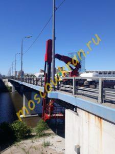 Работа мостовой автовышки
