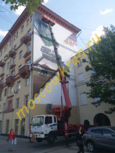 Автовышка с большим балконом для работ по графити